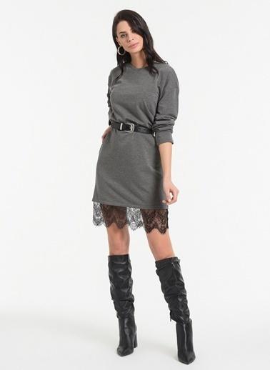 Styletag Etekleri Dantel Detaylı Elbise Antrasit